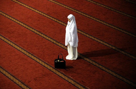 shalat_an-indo-woman-prayer
